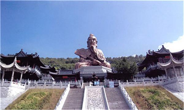 早餐后前往句容,游览【茅山风景区】中国江苏省的一座道教名山,是道教